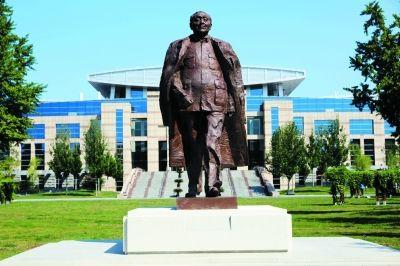 5米的邓小平雕像在中共党校揭幕—雕塑铸造厂