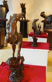 铜心源艺术馆雕塑马