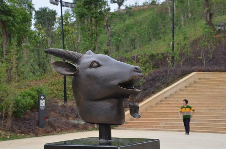 广西百色园博园十二兽首铜雕