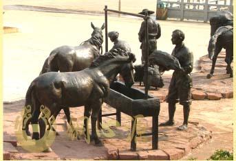 云南永德县《马帮》大型铜雕群