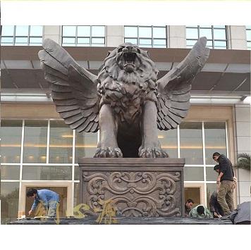 成都棕桐泉国际中心广场飞狮