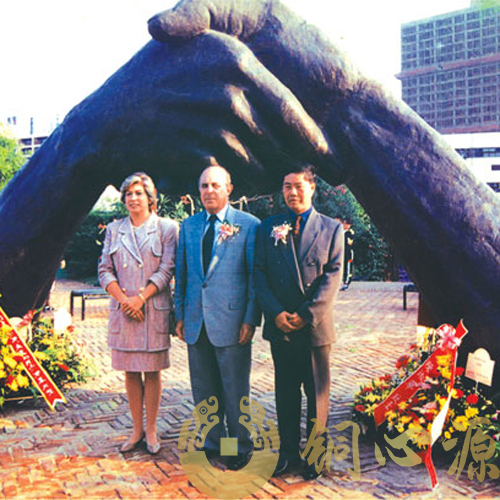 澳门山顶公园 《永远握手》大型公园雕塑工程