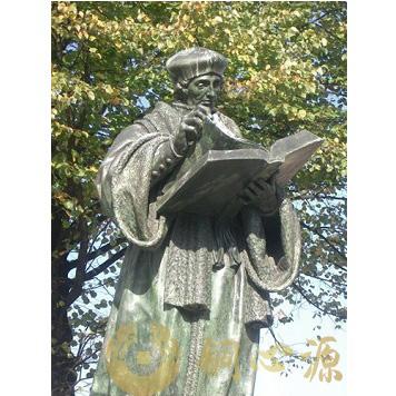 校园雕塑:荷兰鹿特丹《伊拉斯姆斯大学伊拉斯谟》人物雕塑