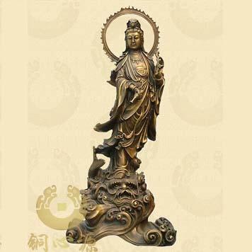 各种姿势的观音铜像