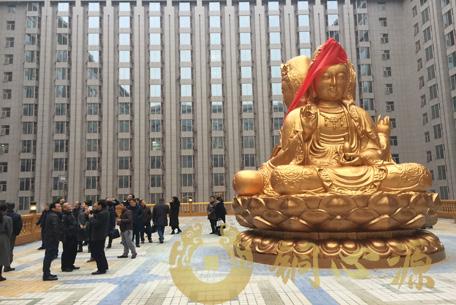 长沙万家丽国际广场三面观音铜佛像